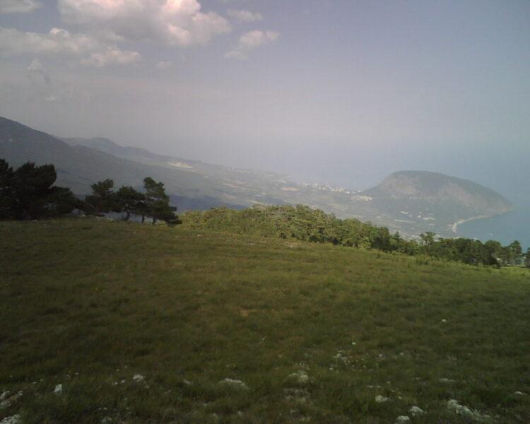 Вид на Аю-Даг с Никитского хребта